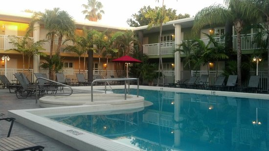 Best Western Hibiscus Motel:                   Best Western Hibiscus, Pool area