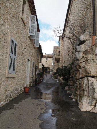 Med Tour :                   Street in Gourdon