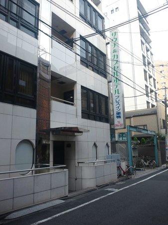 GrandPark-Inn Sugamo:                   カプセルホテルのビル