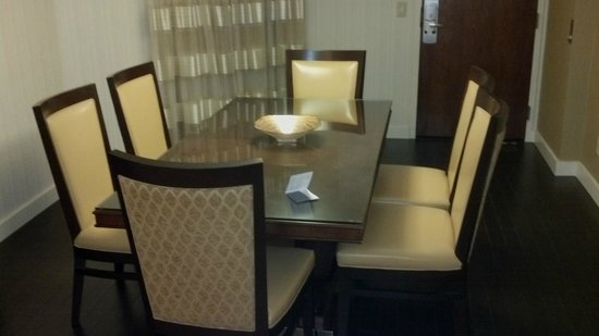 Minneapolis Marriott Northwest :                   Large extra dining area in Extended Executive Suites