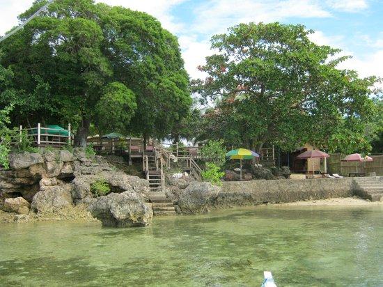Isla Hayahay:                   beach front