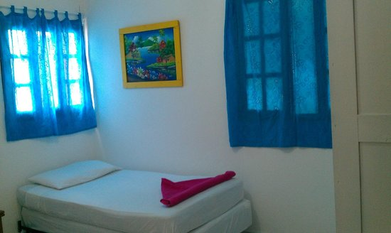HC Liri Hotel: Habitación 3 (Triple. Cama matrimonial + individual)