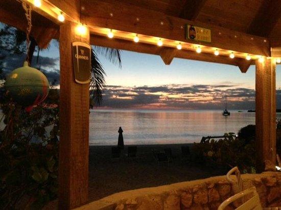 Fernandez Bay Village: bar