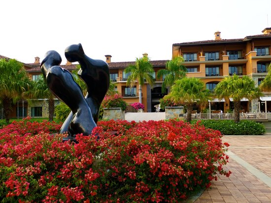 JW Marriott Panama Golf & Beach Resort:                   Sculptures on the property