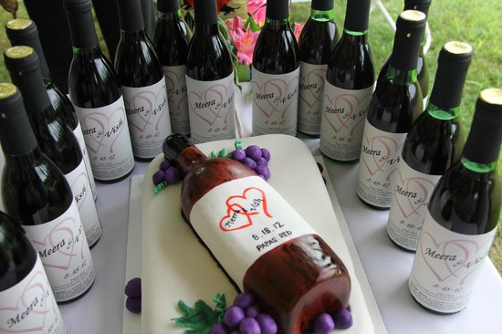 Four Sisters Winery at Matarazzo Farms:                   Personalized Wine Bottle Favors