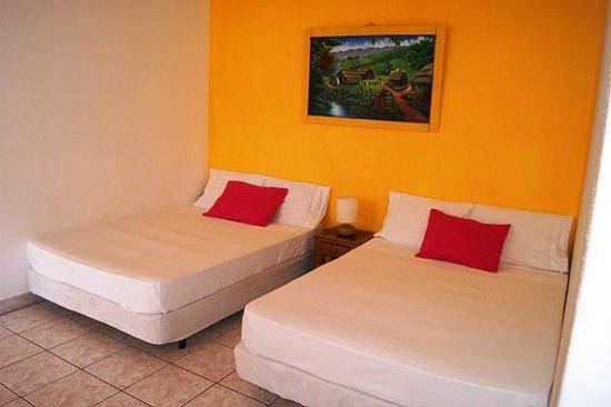 HC Liri Hotel: Habitación 7 ( Cuádruple. Dos camas matrimoniales )
