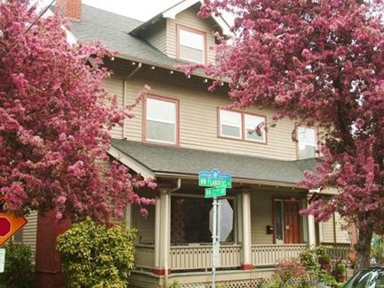 Portland International Guesthouse: front