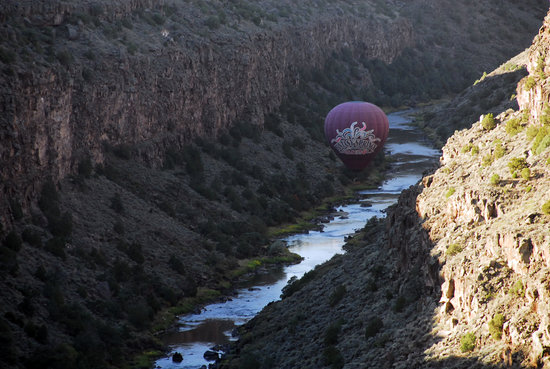La Posada de Taos B&B : Ballooning in the Rio Grande Gorge Outside Taos