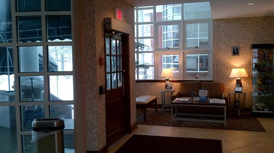 BEST WESTERN PLUS The Inn & Suites At the Falls:                                     Lobby
