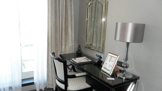 Queen Victoria Hotel:                   Desktop