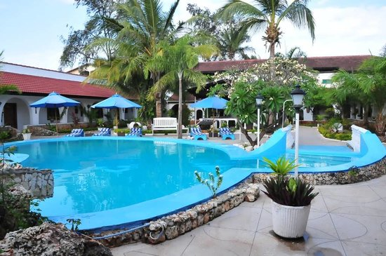 Jangwani Seabreeze Resort: Residence pool