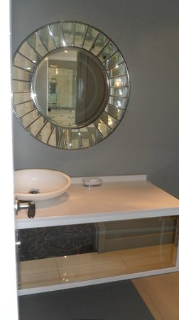 Sink in small bathrom