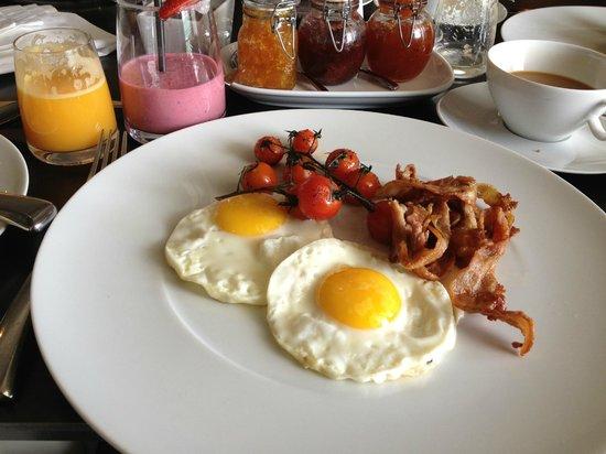 Queen Victoria Hotel:                   Breakfast