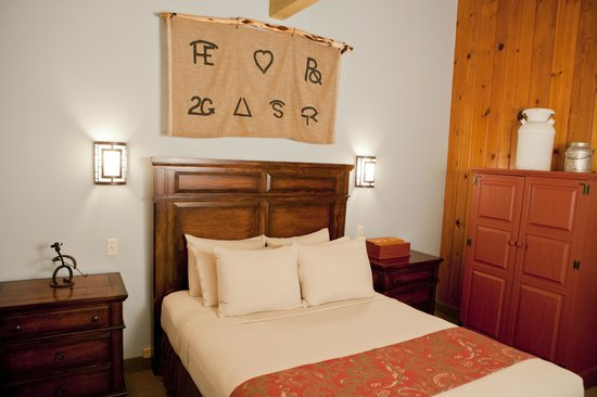 Dude Rancher Lodge: Queen Bedroom