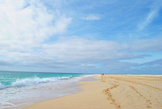 VOI Vila do Farol:                   spiaggia davanti il villaggio la mattina presto