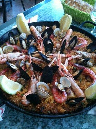 Pizzeria serredal:                   Paella marinera, espectacular!