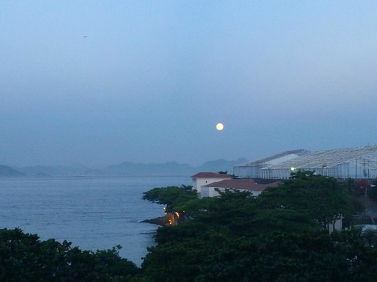 Sofitel Rio de Janeiro Copacabana:                   Moonlight by the pool