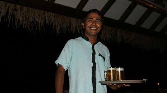 Eriyadu Island Resort:                   Наш любимый официант!