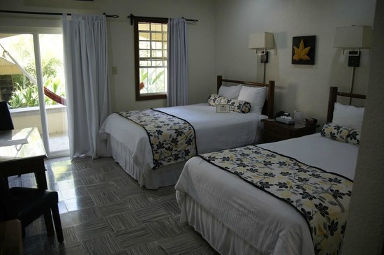 San Ignacio Resort Hotel:                   bed area