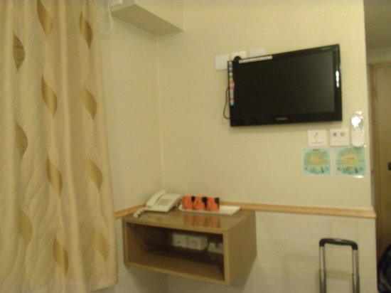 Golden Crown Guesthouse:                   Phone & LED TV