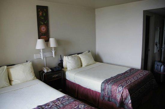 Gran Hotel Sula:                   bedroom