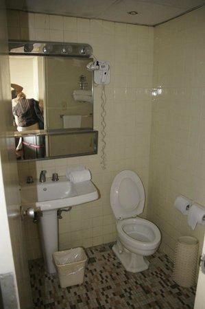 Gran Hotel Sula:                   bathroom