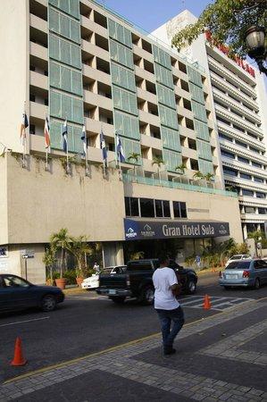 Gran Hotel Sula:                   hotel front