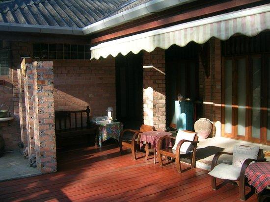 Seapines Villa Liberg: Vor dem Zimmer gibt es einen Wasserkocher und Tassen