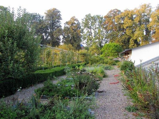 Kapuzinerhof:                                     Gardens
