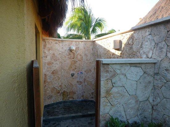 TRS Yucatan Hotel:                   Ducha exterior