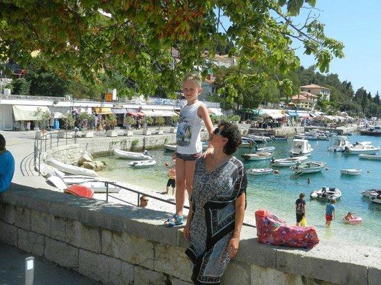 Marina Hotel:                   Een van de twee baaien van Rabac
