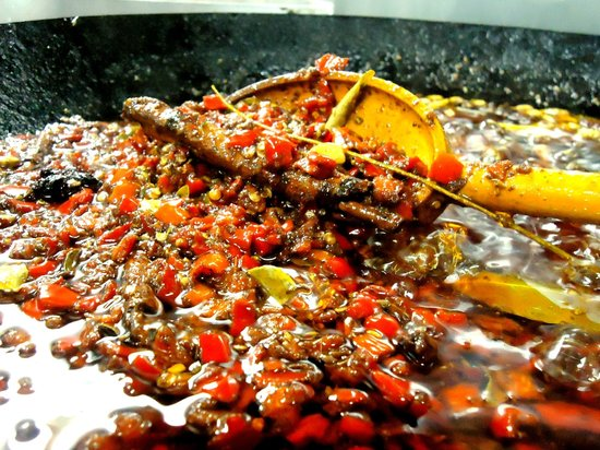 Gulab Hari: Pimenta da Casa: Dedo-de-moça, azeite e 8 especiarias