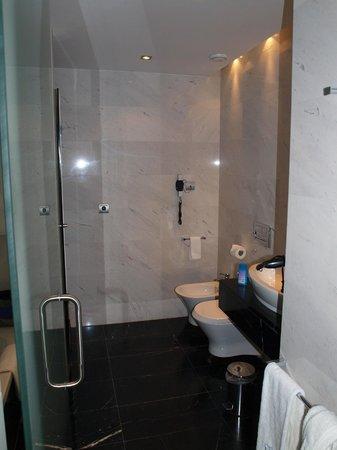 Eurostars Das Letras:                   Badezimmer mi Badewanne und Wellness-Dusche