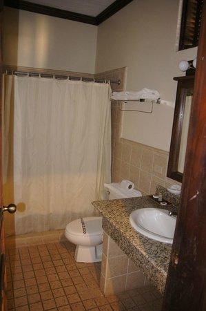 Hotel Marina Copan: bathroom