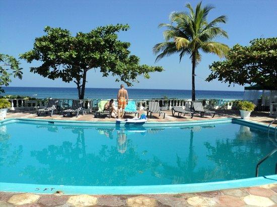 Silver Seas Resort Hotel:                   pileta del hotel