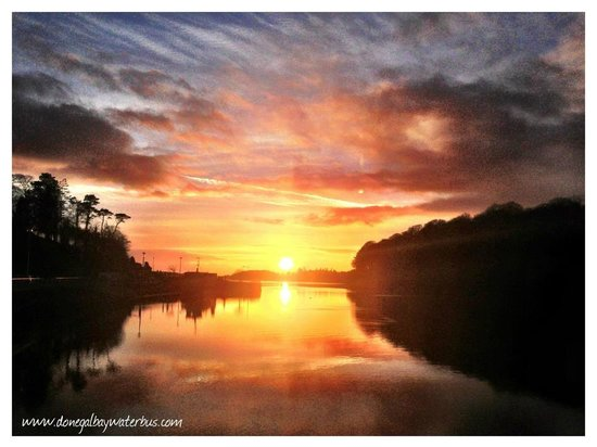 Donegal Bay Waterbus: Sunset from the quayside in Donegal Town
