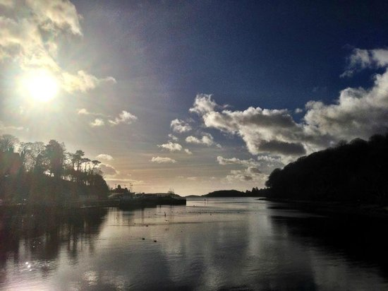 Donegal Town, Irlanda: Still waters on Donegal Bay