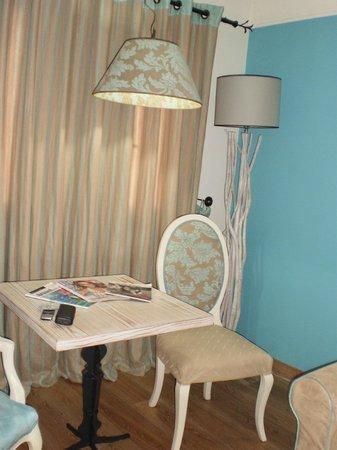 Mikros Vorias small luxury suites : γωνία σε σουίτα - όλα τόσο ταιριαστά