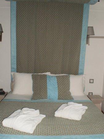 Mikros Vorias small luxury suites : σουίτα Πήλιο - το κρεβάτι με τον ουρανό