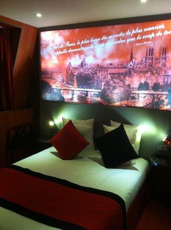 Montmartre Mon Amour:                   la chambre Paris Mon Amour