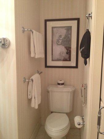 Omni San Francisco Hotel:                   Bathroom view 2