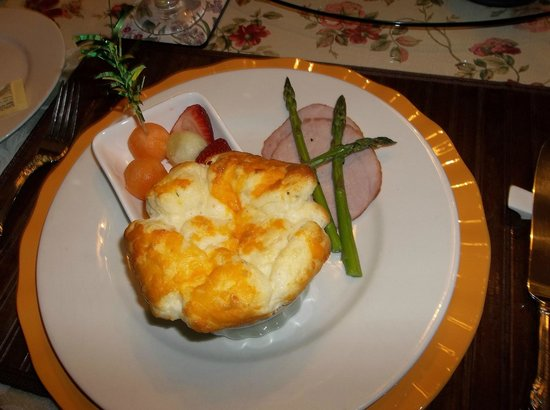 Hawley Place Bed and Breakfast: Cheese & Green Onion Souffle
