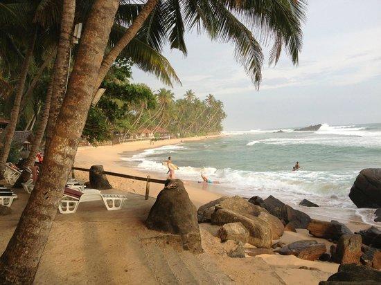 Sri Gemunu Beach Resort:                   Strand Südseite                 