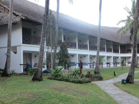 Voyager Beach Resort:                   room ans gardens