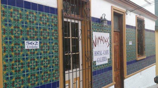 Hostal Cerro Alegre:                   Entrée de l'hôtel