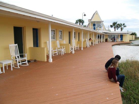 Edgewater Inn:                   en sortant de la chambre, petit ponton...
