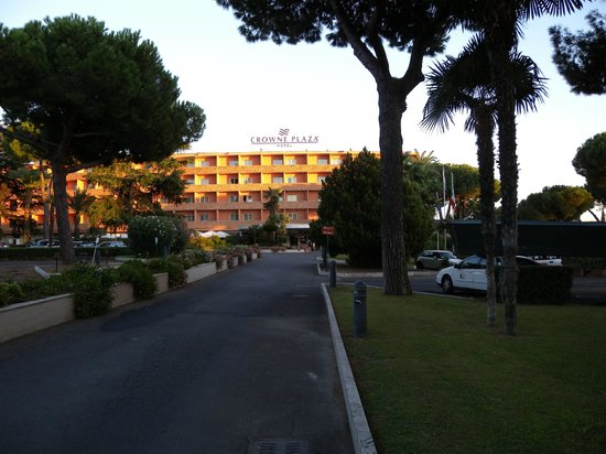 Crowne Plaza Rome - St. Peter's:                   Hotel entrance view (note taxi half up drive on RHS)