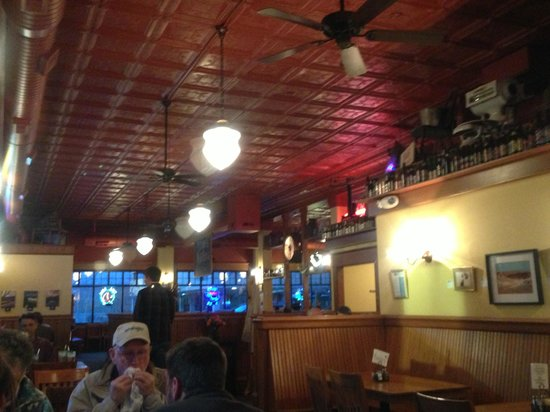 Bert & Ernie's Tavern and Grill: atmosphere