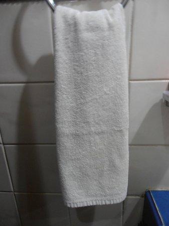 Hotel Mimi del Mar:                   Slitna handdukar med fläckar