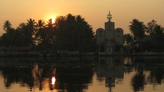 Nelpura Heritage Homestay:                   Sunset walk